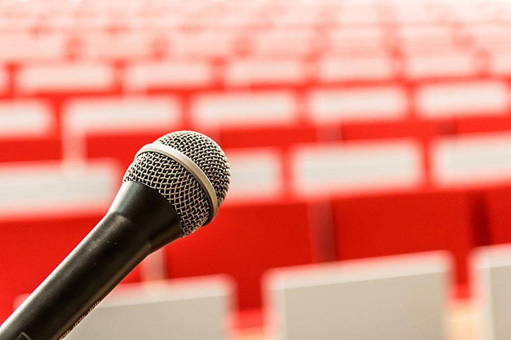 Paura di parlare in pubblico: 5 consigli per superarla